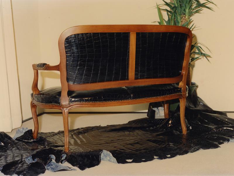 クロコダイル革製家具021